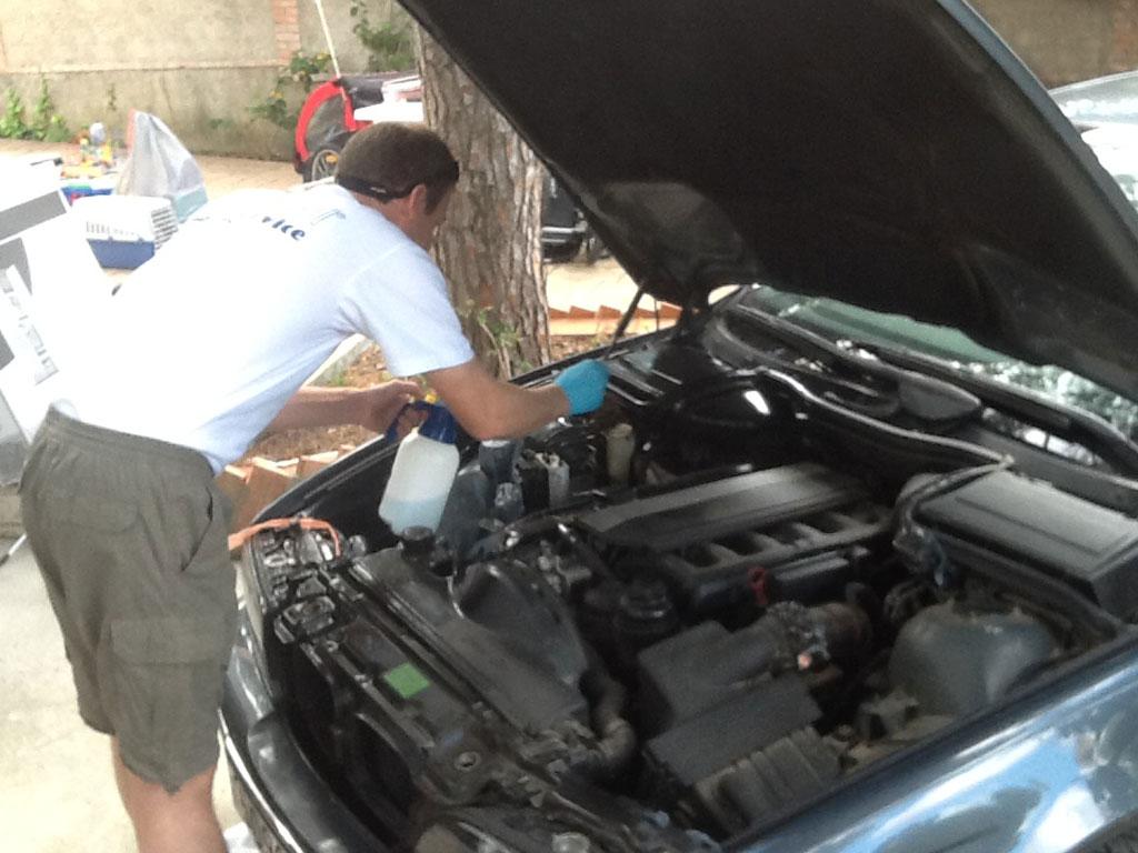 Limpiar el motor una prioridad vender coche accidentado for Como lavar el motor de un carro