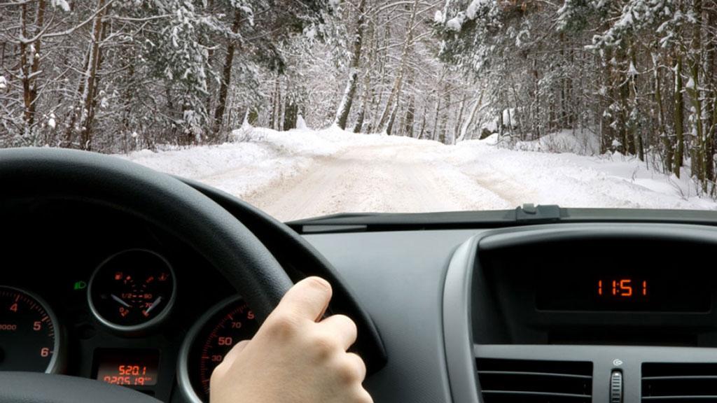 coche-invierno-pequeña-defi