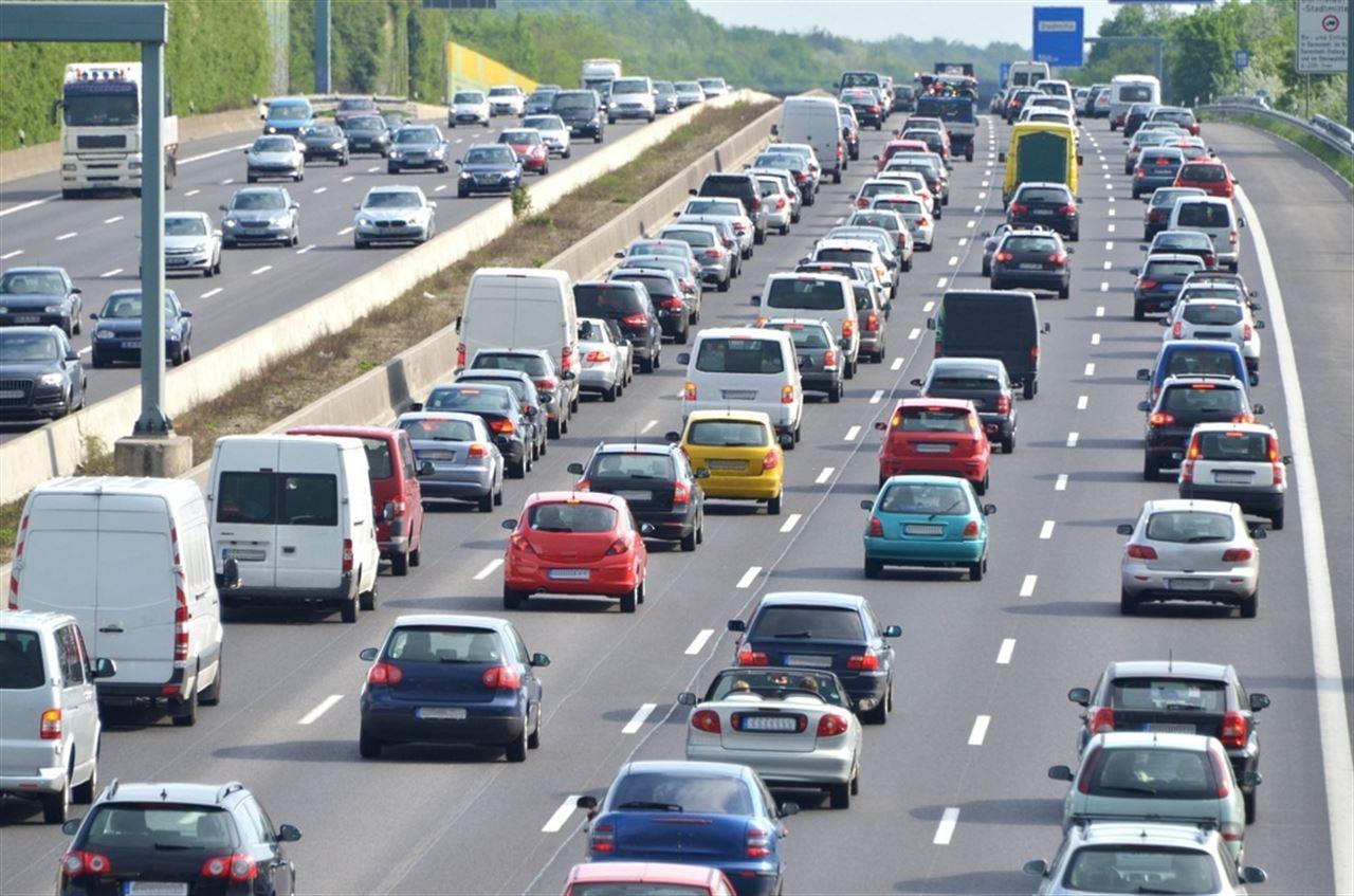 foto pequeña defini coches carretera