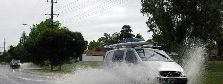 Two_vehicles_aquaplaning-gr